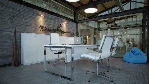 вътрешен дизайн на кабинет в бяло